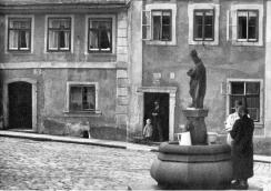 Fountain with the sculpture of St. Nicholas. Around 1930