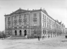 School by Horní brána (Upper Gate) after completion. J. Haberzettl around 1905