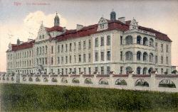 General hospital. An overall view of the façade around 1910