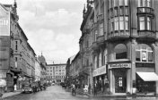 A view from the junction of today's Svobody and Evropská streets. The entrance to the Fashion House of Hans Stocker is captured on the right, around 1940, private archive.